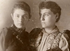 Two young Smiths Grove women