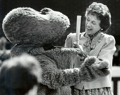 Big Red greets Joan Mondale at a WKU campaign rally, 1984 (Kevin Eans photo)